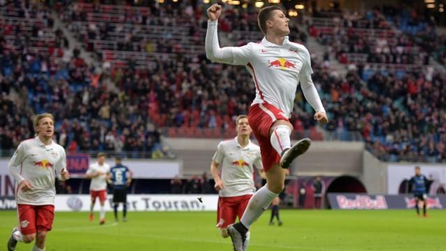Leipzig Jubel von 3 0 Torschuetze Marcel Sabitzer RB 7 dahinter Emil Forsberg RB 10 und Marcel