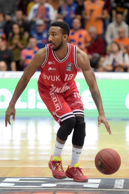 Weissenfels Dru Joyce s Oliver 12 beim Spiel Mitteldeutscher BC MBC vs s Oliver Baskets Wuerzbur