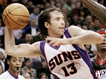 Phoenix Suns guard Steve Nash passes to a teammate for an assist during the fourth quarter NBA action against the Philadelphia 76ers in  Arizona