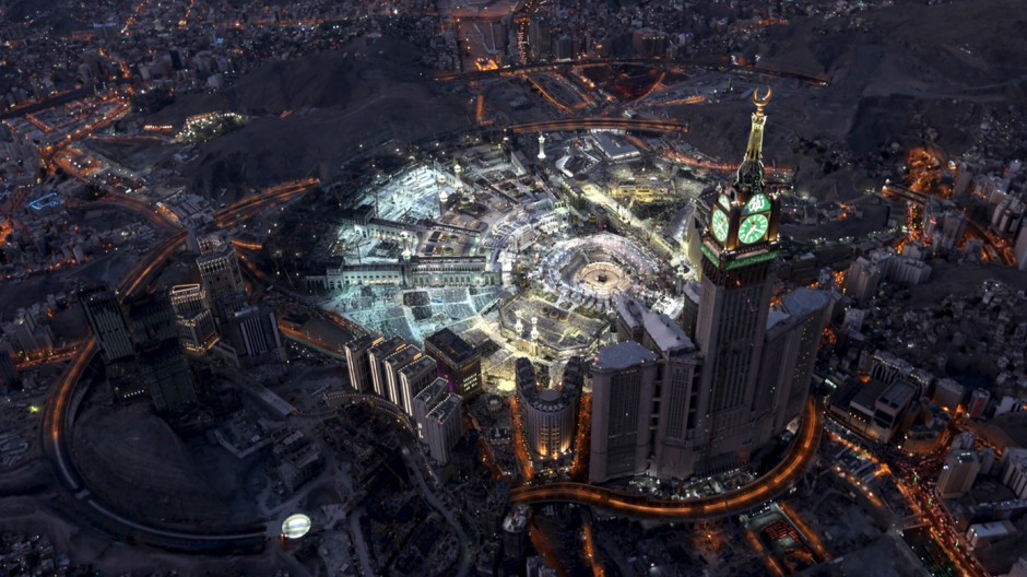 Aerial view shows Muslim worshippers  at Grand mosque, the holiest place in Islam, in Mecca during Ramadan