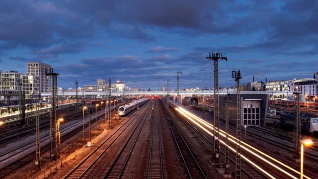 Hauptbahnhof München Gleise vor dem Hauptbahnhof