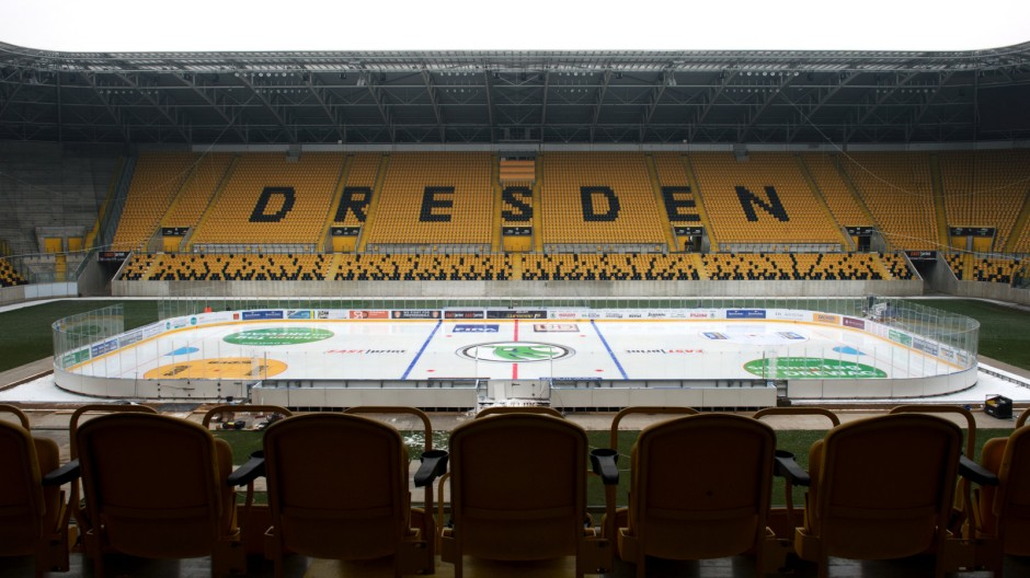 Eishockey im Dresdner Fußballstadion