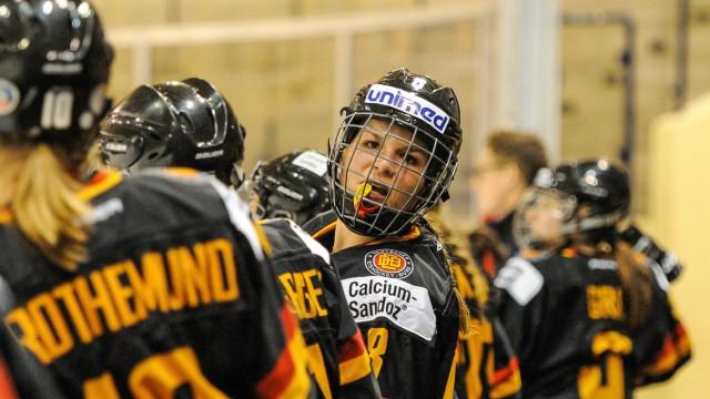 GER Frauen Eishockey Nations Cup 2016 Deutschland schwarz vs Russland rot 07 01 2016 BLZ Are; Julia Zorn Eishockey Frauen Füssen Deutschland nph/Imago