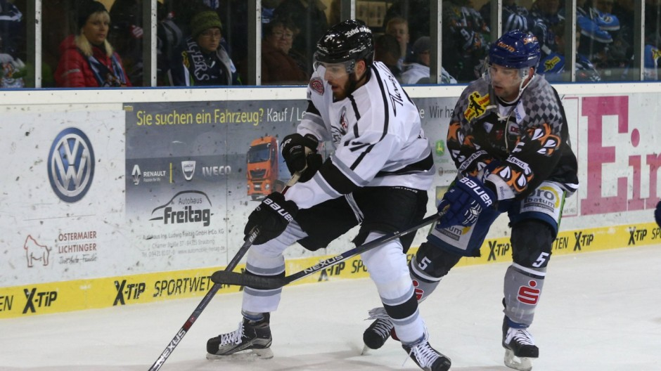 10 01 2016 Eishockey Saison 2015 2016 DEL 36 Spieltag Straubing Tigers Thomas Sabo Iceti