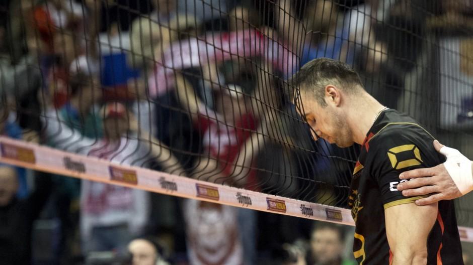 Georg GROZER 9 GER stuetzt seinen Kopf in das Netz Spiel um Platz 3 Polen Deutschland am 10 01