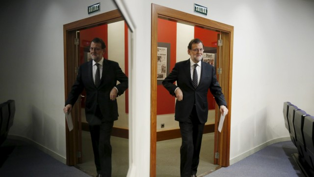 Spanish acting Prime Minister Mariano Rajoy arrives to speak before the media at Moncloa Palace in Madrid, Spain