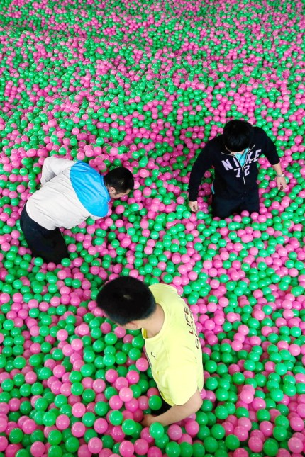 One million ocean balls fill up hotel swimming pool in Shanghai, creating Guinness World Record