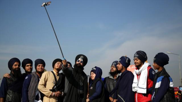 Sikh procession ahead of birth anniversary of Guru Gobind Singh i