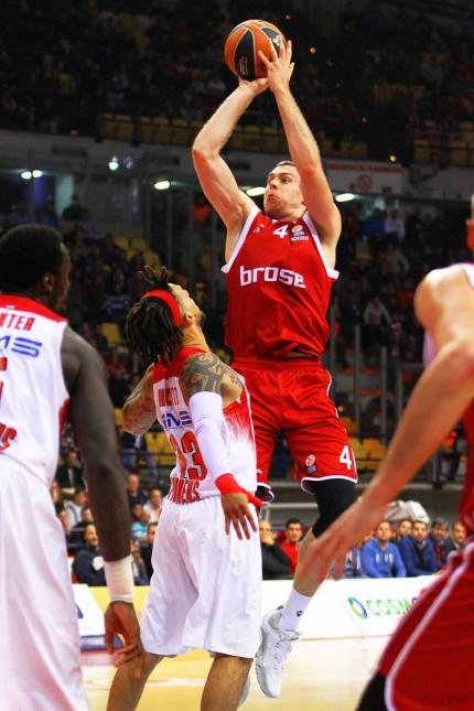 Olympiacos Piraeus vs Brose Baskets Bamberg