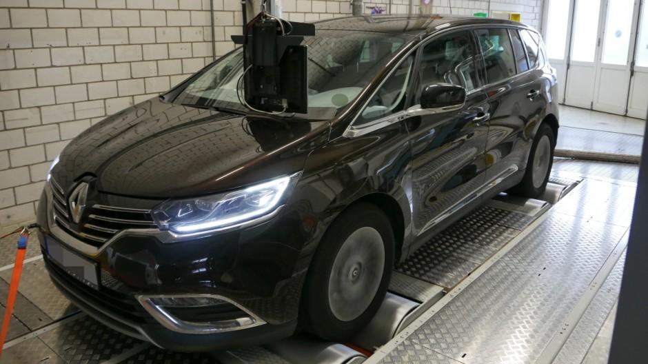 Renault Espace beim Abgastest der Deutschen Umwelthilfe
