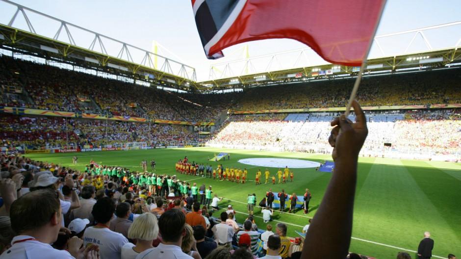Vorrunde der Fussball WM 2006 Dortmund Copyright JOKER MarcusxGloger JOKER060610123032