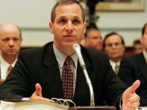 FBI HEAD LOUIS FREEH TESTIFIES IN WASHINGTON