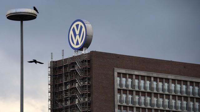 Volkswagen Senior Directors Meet For Crisis Talks As Emissions Scandal Widens