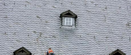 Balanceakt auf dem Dach