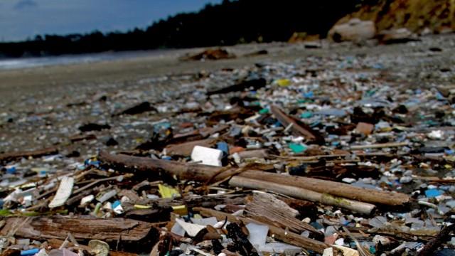 Plastik Kunststoff im Ozean