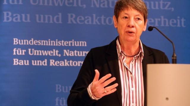 Ministerin Hendricks gibt Statement ab