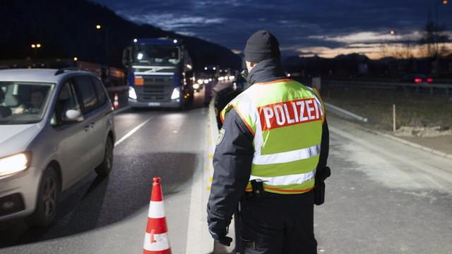 Themen der Woche Bilder des Tages AUT 2015 12 15 FEATURE GRENZKONTROLLE DER BAYERISCHEN POLIZEI UN
