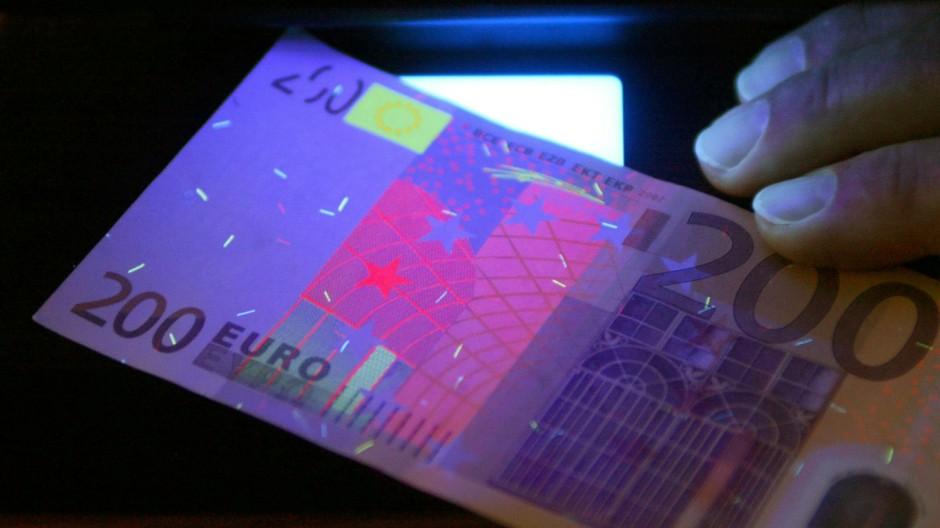 Staatsanwaltschaft klagt mutmaßliche Falschgeldbetrügerin an