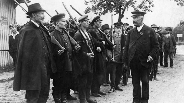Mitglieder der Berliner Bürgerwehr werden unterwiesen, 1914