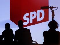 Linkspartei und SPD präsentieren Wahlplakate