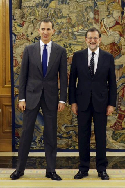 Spain's King Felipe and acting PM Rajoy pose before their meeting in Madrid