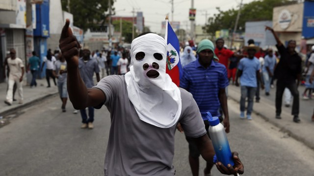 Violence continues in the Haitian capital despite the cancellatio