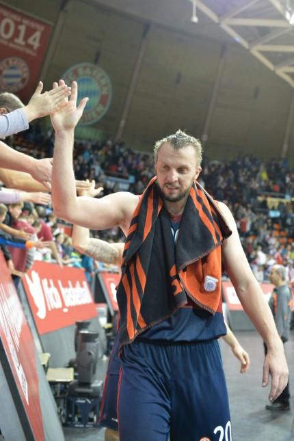 Dusko Savanovic FC Bayern Muenchen Basketball Abklatschen bei den Fans FC Bayern Muenchen Basket; Basketball