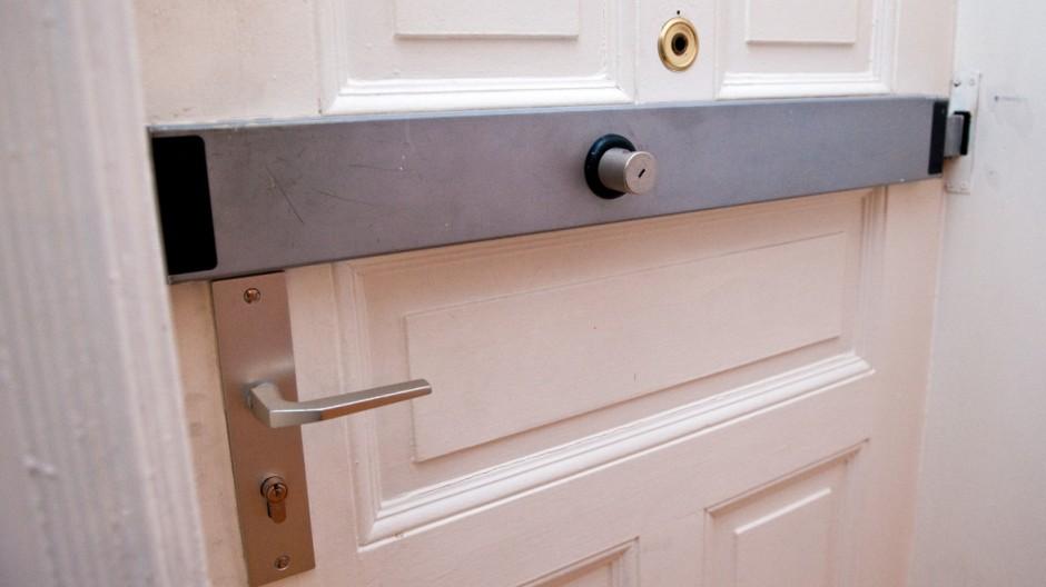 Jede zweite Türsicherung hält Einbrecher nicht ab