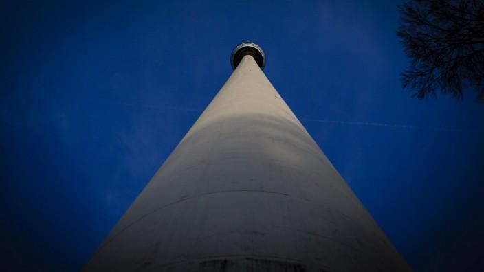 Der Stuttgarter Fernsehturm wird am 30 Januar wieder für die Öffentlichkeit zugänglich sein Er wurde