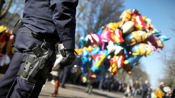 Polizei bei Rosenmontagszug
