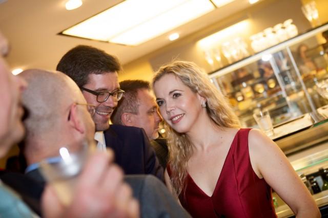 Premiere, Uraufführung: South Pole. Premierenfeier: Mojca Erdmann mit Lebensgefährten Olivier Darbellay links neben ihr.