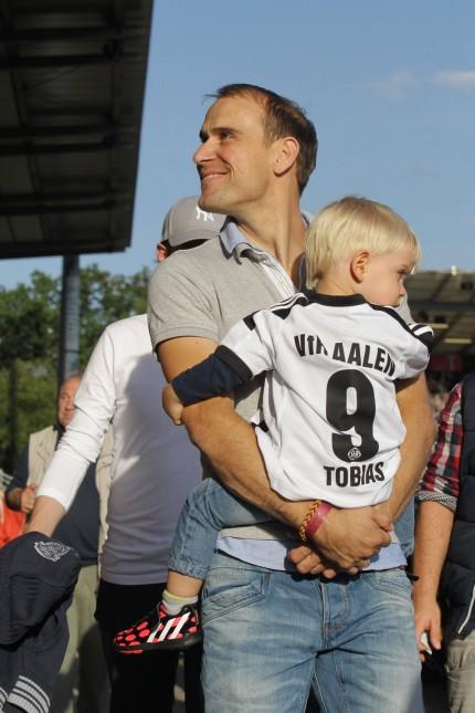 verletzter Robert Lechleiter besucht das Spiel VfR Aalen vs 1 FC Kaiserslauter Fussball 2 Bundesli