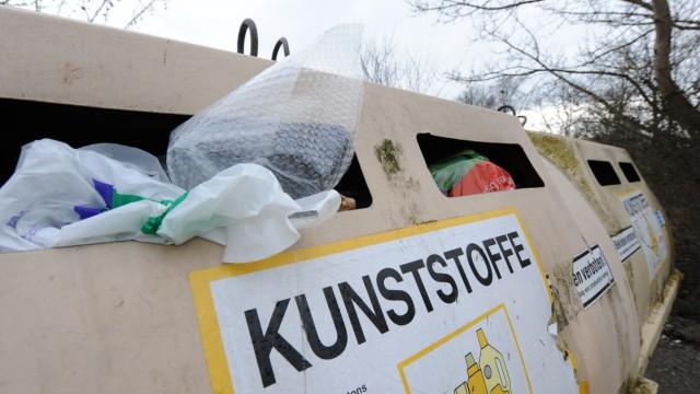 Wertstoffcontainer in Neuried, 2011
