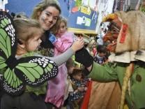 Fasnacht - Narren befreien Schüler vom Unterricht