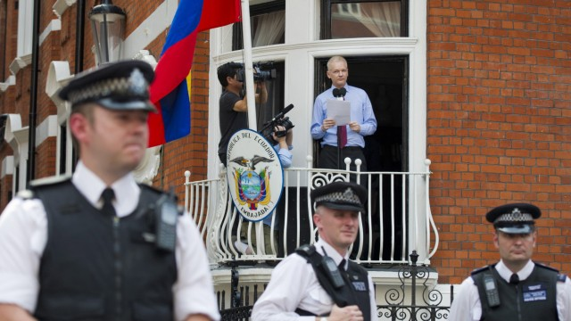 Assange to hand himself in if UN panel rules against him