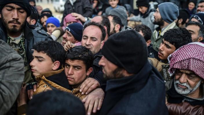 Aleppo-Flüchtlinge an der syrisch-türkischen Grenze