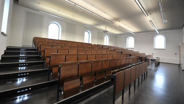 Leerer Hörsaal in der Ludwig-Maximilians-Universität in München, 2012