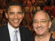 So nah wie auf dieser Aufnahme von 2005 sind sich Barack Obama und der umstrittene Pastor  Jeremiah Wright von der Trinity United Church of Christ in Chicago heute nicht mehr.
