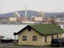 Fire causes shutdown of unit at nuclear power station in New York