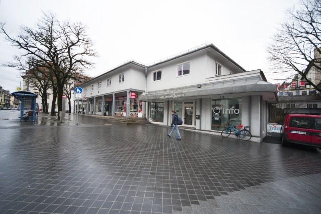 """Ladenzeile """"Pappschachtel"""" am Marienplatz in Pasing, 2016"""