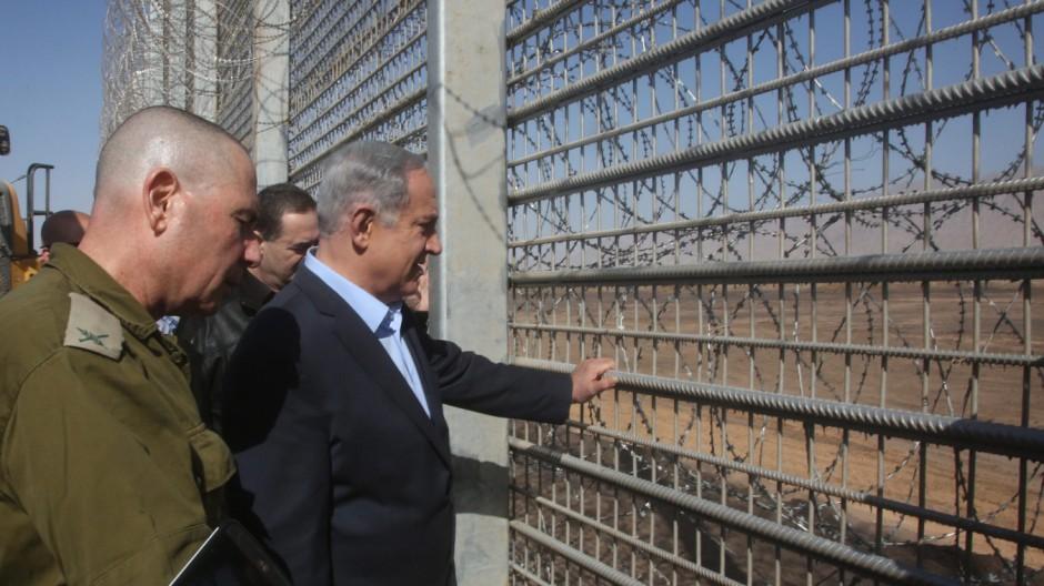 Premierminister Benjamin Netanjahu besucht den neuen Grenzzaun