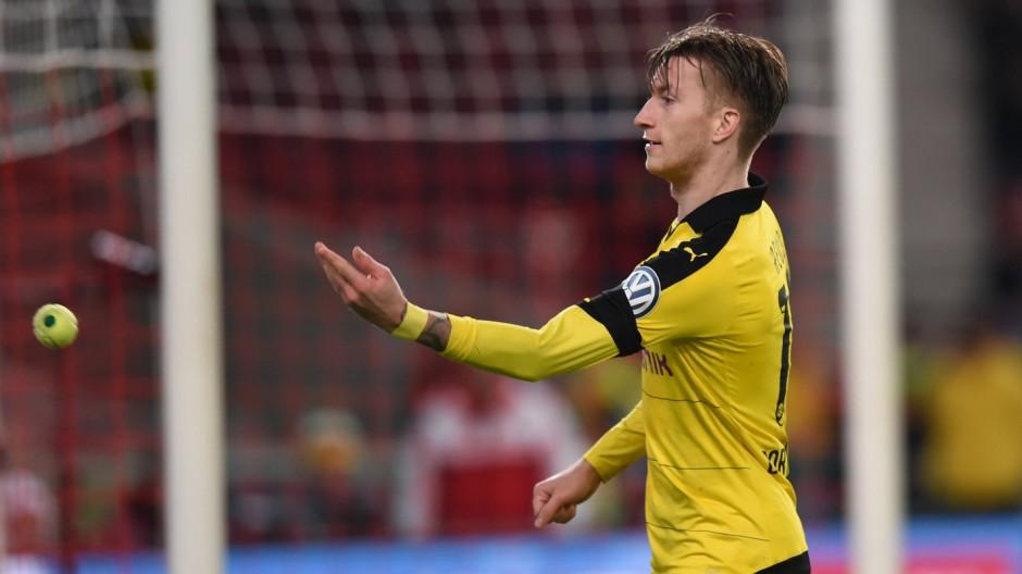FUSSBALL DFB POKAL VIERTELFINALE SAISON 2015 2016 VfB Stuttgart Borussia Dortmund 09 02 2016 Marco
