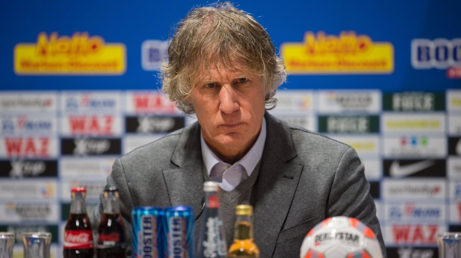 coach Gertjan Verbeek of VFL Bochum during the Bundesliga match between VfL Bochum and Bayern Munich