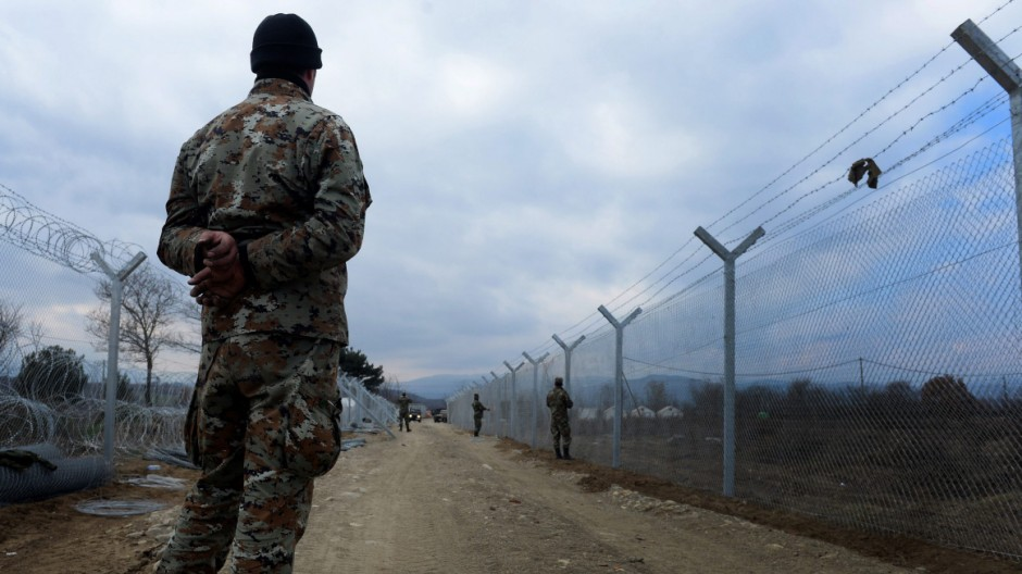 Macedonia builds second border fence