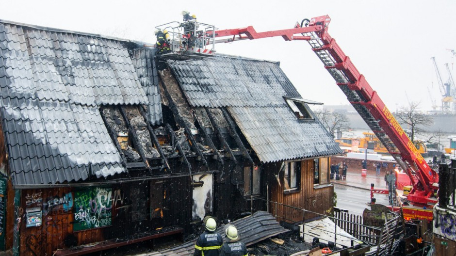 "Brand im ""Golden Pudel Club"""