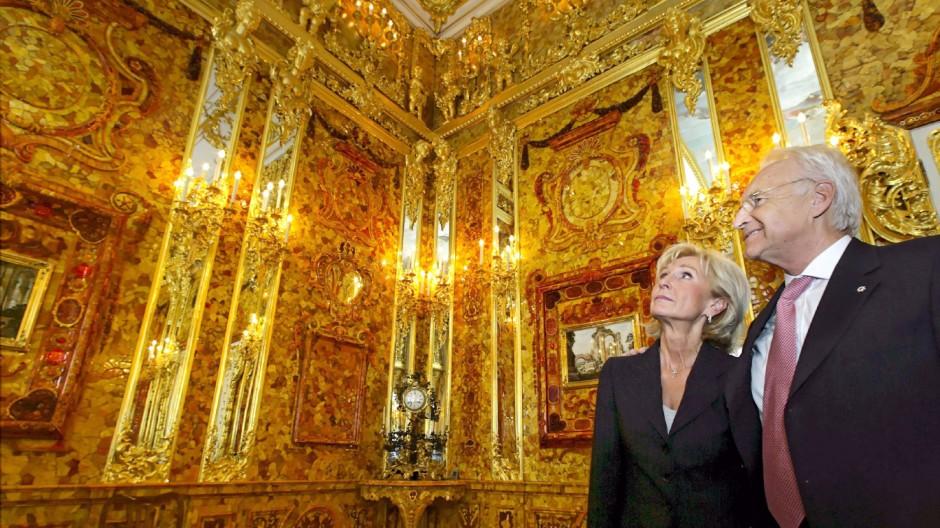 Ehepaar Stoiber im Bernsteinzimmer im Jekaterina-Palast