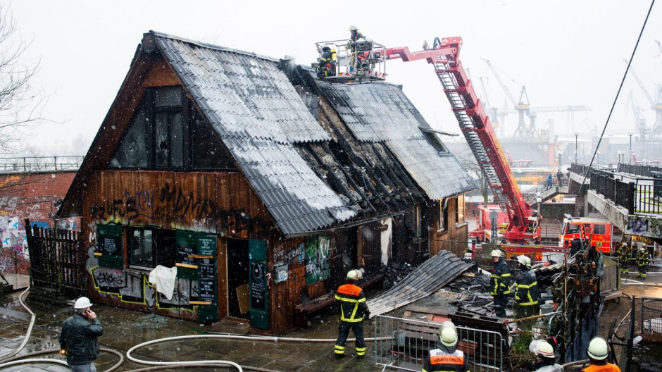 Brand im ´Golden Pudel Club""