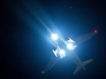 Ein Flugzeug der Lufthansa im Landeanflug