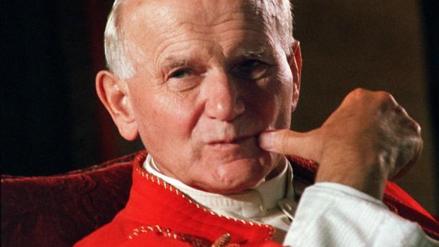 BIO-POPE-HEAD-HAND