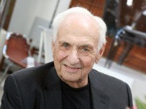 Frank Gehry FRANK GEHRY RECEIVES HENRY AWARD Los Angeles PUBLICATIONxNOTxINxUSAxUK Patrick Rideaux P